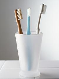 洗面台まわりの汚れは古い歯ブラシ&歯磨き粉で!