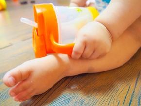 赤ちゃん用品の硬いストローの洗い方