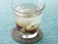 キウイフルーツとブドウのデトックスウォーター